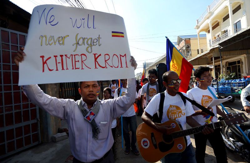 Khmer Krom supporters march and play music during a ceremony on 2014 to mark the 65th anniversary of the day France's Cochinchina colony, which included Kampuchea Krom, was officially handed over to Vietnam. (Siv Channa)
